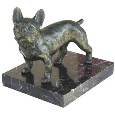 Gyulavári Pál: Francia bulldog, márványon